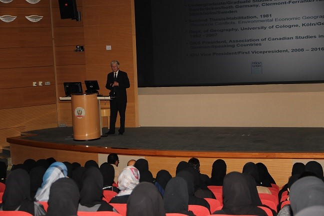 VP Soyez at the United Arab Emirates University/UAEU on May 10, 2015 (Photo: Courtesy Dr. Khaula Abdull Saif Al Kaabi, Geography & Urban Planning Dept., UAEU)